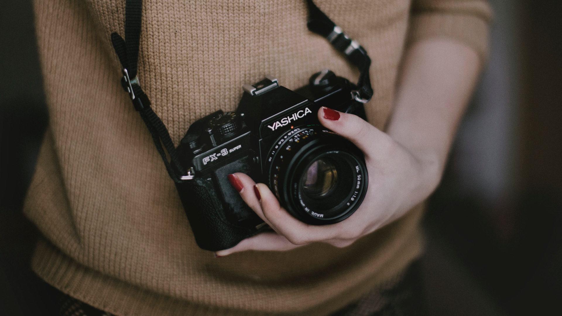 La vie cachée de Justine, journaliste et photographe de soirées libertines