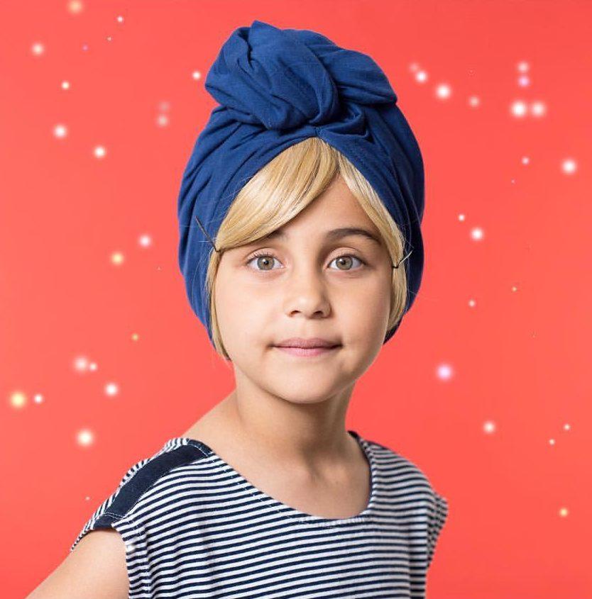 Petite fille portant une franjynette