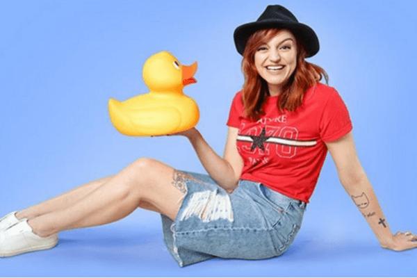 Body positive : Laura Calu lance le hashtag « Objectif bikini ferme ta gueule »